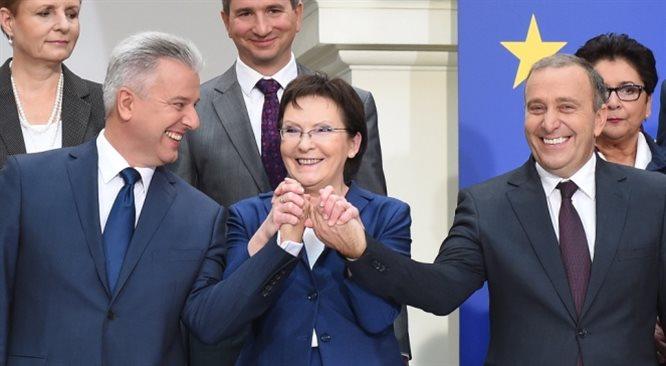 Kopacz odkryła karty. Schetyna i Grabarczyk wracają do rządu