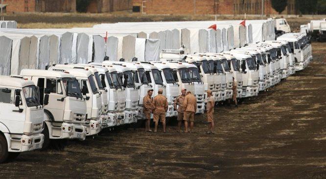 Pierwsze ciężarówki z białego konwoju ruszyły w stronę Ukrainy