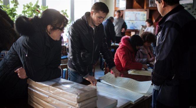 Wybory w cieniu wojny. Ukraińcy wybierają nowy parlament