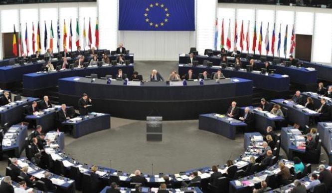 Upadek autorytetów a brak zaufania do rządzących. W co grają politycy?