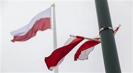 W Warszawie stanął Maszt Niepodległości