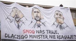 Akcja Greenpeace na gmachu Ministerstwa Środowiska