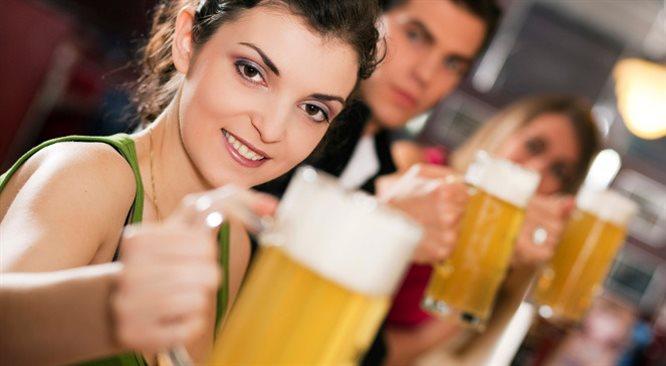 Czy warto chodzić na piwo z pracownikami? Tak, ale każdy musi uważać