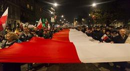 Zwolennicy PiS uczcili w Warszawie święto Niepodległości