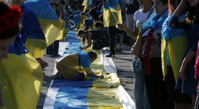 Parlamenty Ukrainy i Europy ratyfikują w południe historyczną umowę. Połączy je telemost