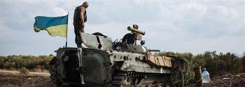 Dramatyczny apel Kijowa: Putin umyślnie zaczął wojnę z Europą Pojazdy opancerzone przy granicy [relacja]