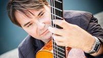 Gitarzysta klasyczny, który popełnił muzyczny mezalians