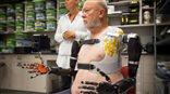 Pacjent steruje protezami za pomocą myśli