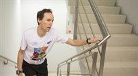 Bieg po schodach warszawskiego biurowca