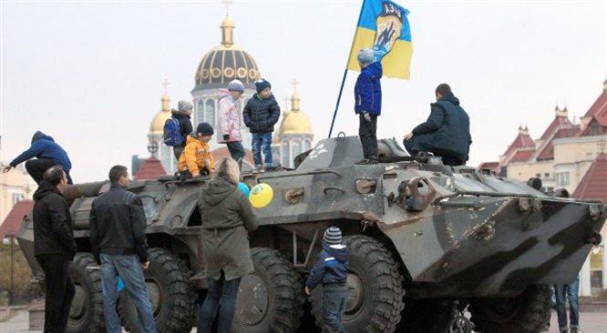 NATO wzywa Kreml do wycofania wojsk z Ukrainy. Eksperci: pod Donieckiem są rosyjskie czołgi