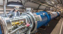 LHC znów stoi. Miał spięcie