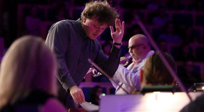 Filharmonicy kaliscy: od Grammy z Włodkiem Pawlikiem do odrodzenia Feniksa