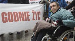Demonstracja opiekunów niepełnosprawnych dorosłych pod KPRM