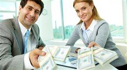 Polacy nie czytają umów kredytowych - sprawdź dlaczego warto to robić