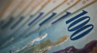 Kurs franka najniższy od czarnego czwartku. Zszedł do 3,98 zł. I to nie koniec
