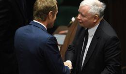 Kaczyński uścisnął dłoń Tuskowi. Spełnia się expos Kopacz?