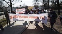 Protest rodziców niepełnosprawnych dzieci pod kancelarią premiera