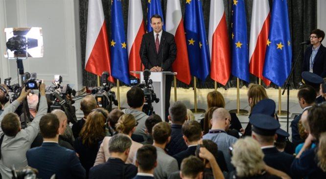 Burza wokół Radosława Sikorskiego. Premier chce go odwołać?