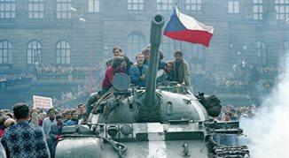 Czołgi na ulicach czechosłowackich miast