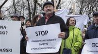 Protest pod Sejmem przeciwko dotacji na ŚOB