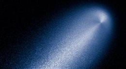 Urządzenia NASA przesłały pierwsze zdjęcia z przelotu komety (galeria, wideo)