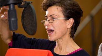 Danuta Stenka: głos to jedno z najważniejszych narzędzi. Są głosy, do których lgną uszy słuchacza
