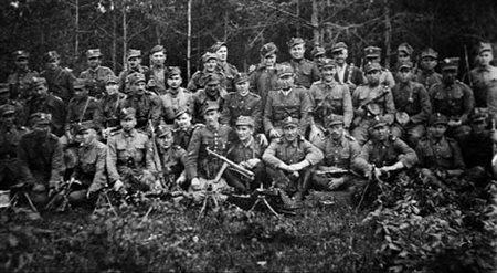 """Żołnierze PAS NSZ Okręgu Lubelskiego z oddziału mjr. Mieczysława Pazderskiego """"Szarego"""", maj 1945."""