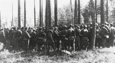 """Puszcza Rudnicka, sierpień 1944. Oddziały """"Solcza"""" i """"Wisińcza"""" przedzierają się do Polski za linią Curzona, uciekając przed sowiecką niewolą."""