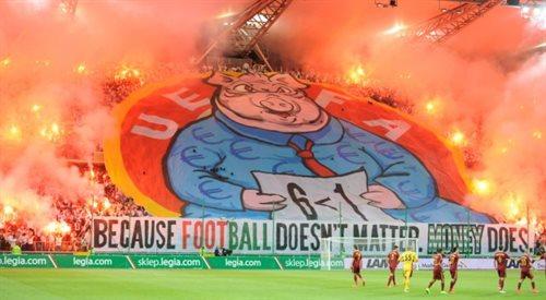 UEFA ukarze Legię za transparent z podobizną świni w garniturze? Decyzja w czwartek