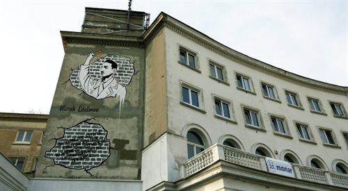 Mural z Markiem Edelmanem zamalowany. Powodem niechęć do Żydów?