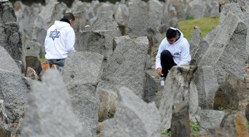 """Europa to """"w dzień cisza, a w nocy krzyki"""". Bolesne dziedzictwo Holokaustu"""