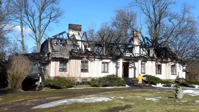 Pożar zabytkowego dworku w Petrykozach ugaszony