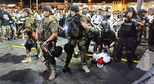 """Gwardia Narodowa w Ferguson to """"oznaka słabości""""?"""