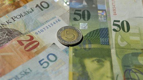 Rząd powinien ratować frankowiczów? Politycy podzieleni