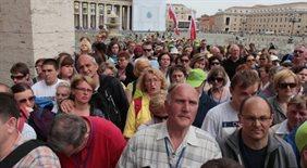 Pół miliona pielgrzymów pokłoniło się przed trumną Jana Pawła II
