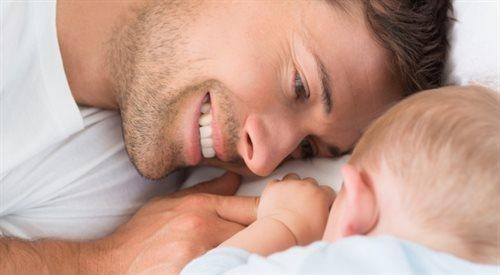 Kochająca matka pracująca. W piątek urodziła, w poniedziałek pracowała