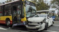 Autobus staranował dziewięć samochodów. Przywrócono ruch w centrum Wrocławia