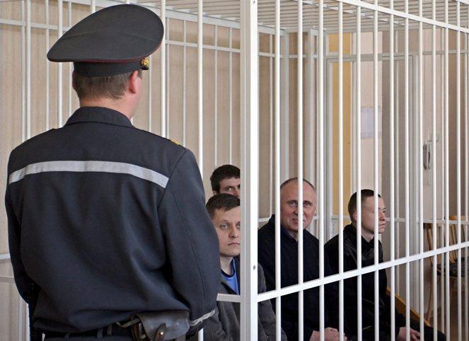 Foto: Proces Mikoły Statkiewicza i innych więźniów politycznych w maju 2011 roku; PAP/EPA/TATYANA ZENKOVICH