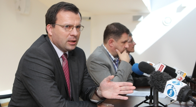 Prof. Marcin Zieleniecki (L) - autor skargi do Trybunału Konstytucyjnego w sprawie ustawy przedłużającej wiek emerytalny oraz przewodniczący NSZZ Solidarność Piotr Duda.