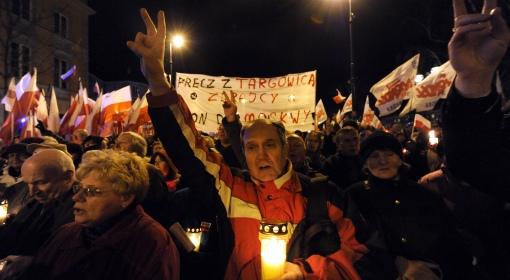 Uczestnicy Marszu pamięci przed Pałacem Prezydenckim