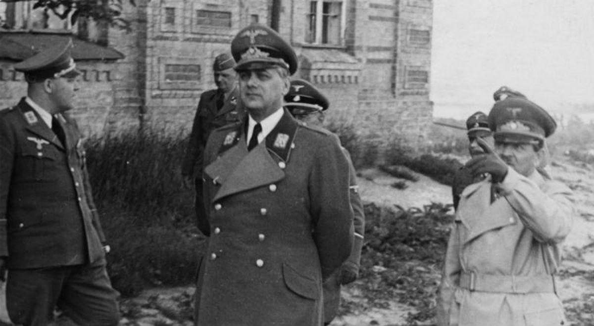 Kijów, w centrum: Alfred Rosenberg, pierwszy z prawej: Erich Koch, źr. Bundesarchiv/Wikimedia Commons/dp