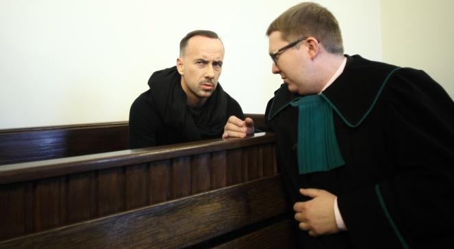 Lider heavymetalowej grupy Behemot, Adam Darski Nergal (L) wraz ze swoim adwokatem, mecenasem Jackiem Potulskim (P)