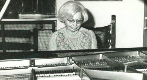 Profesor Barbara Hesse-Bukowska