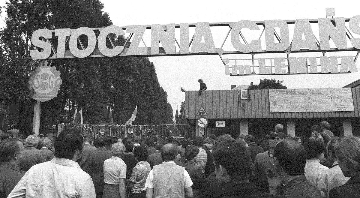 stocznia sierpień 1980 gdańsk pap 1200.jpg