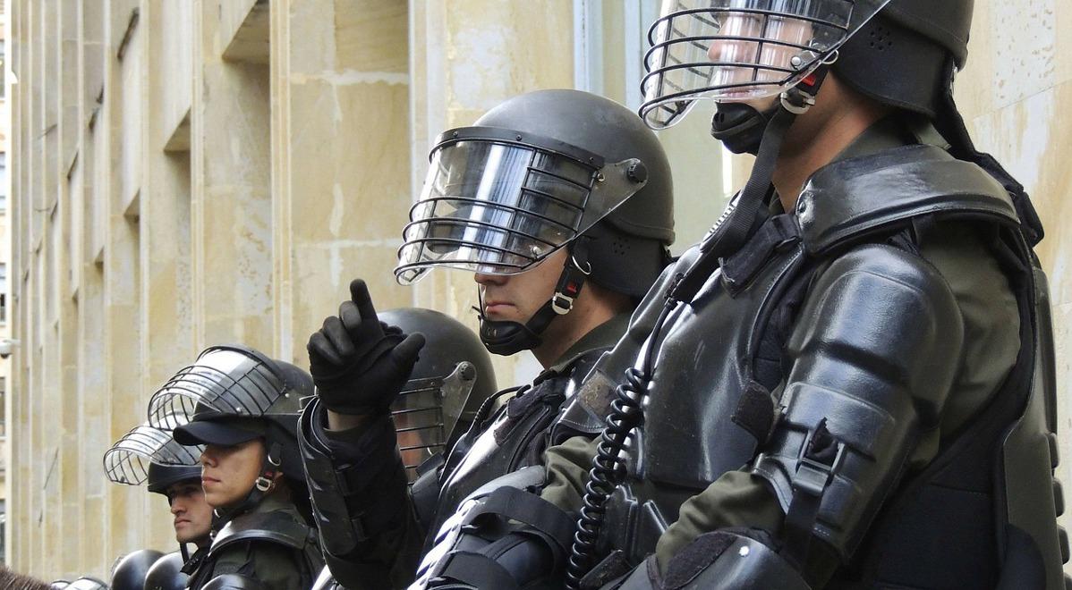 Praca w policji bywa niebezpieczna i wymaga... balansowania na granicy prawa
