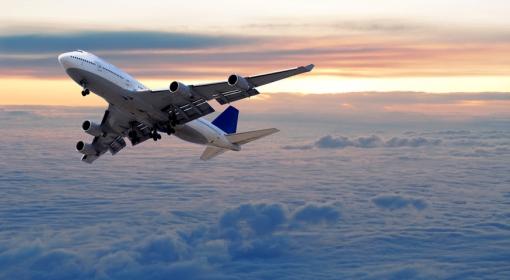 Dlaczego za niektórymi samolotami widać smugę, a za innymi nie?