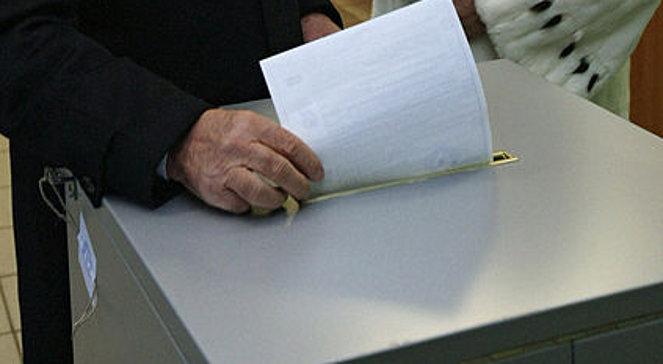 Pusta kartka wrzucona do urny. Czy to ma sens?