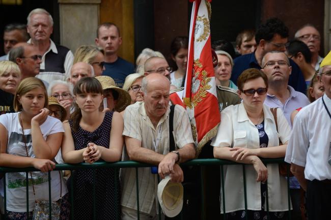Sympatycy prezydenta Andrzeja Dudy zgromadzeni na Starym Mieście w Warszawie. Foto: PAP/Jakub Kamiński