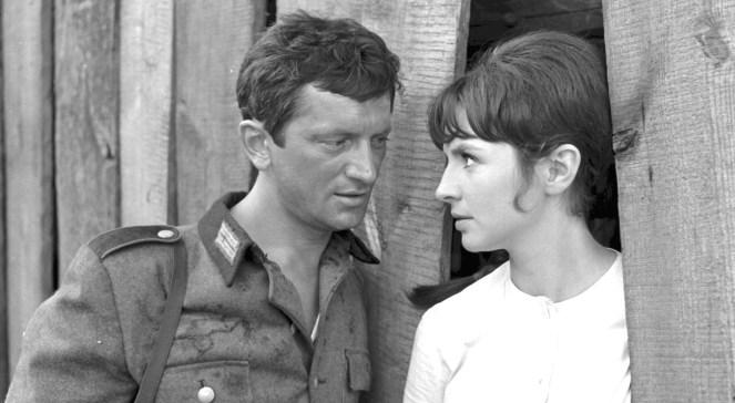 Realizacja filmu Jak rozpętałem drugą wojnę światową. Na zdjęciu: Marian Kociniak i Joanna Jędryka. 1968 rok.