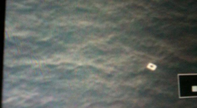 Zdjęcie z wietnamskiego samolotu pokazuje niezidentyfikowany obiekt w miejscu gdzie samolot najprawdopodobniej wpadł do morza